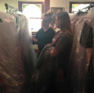 Organization provides free prom dresses for girls in Midwest