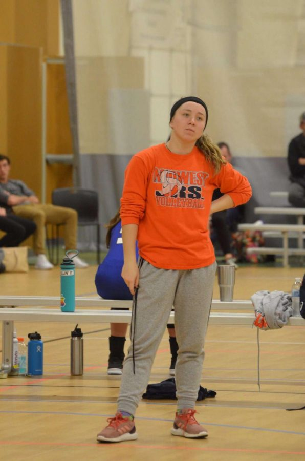 Emma Grossoehme coaching her 14's Midwest Juniors team. They got first in the 2019 Crown Town Classic.